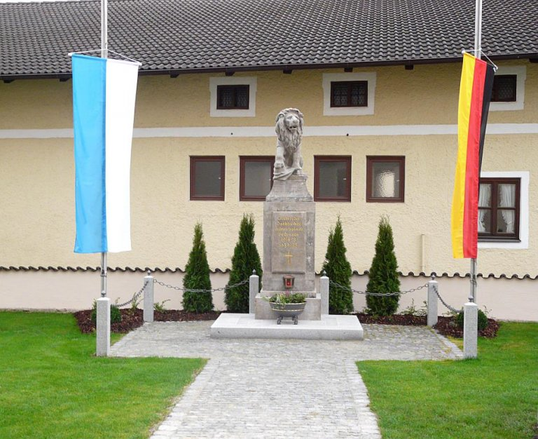 Kriegerdenkmal 10-2013